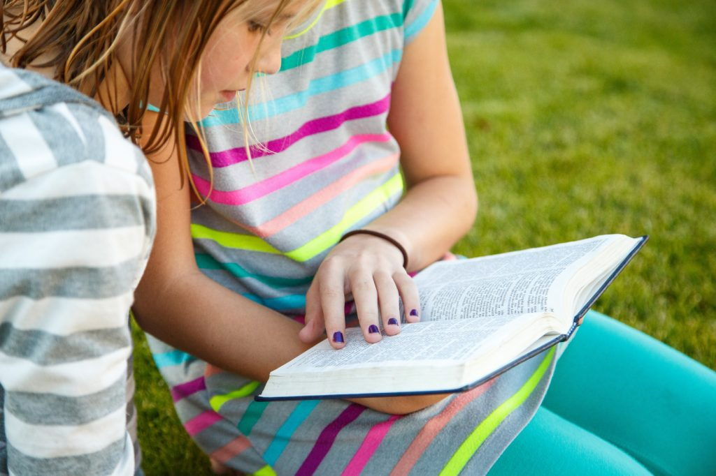 girls-reading-book-mormon-1257152-print